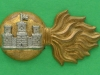 CW193. The Royal Inniskilling Fusiliers collar badge, tårnet vertikalt. 21x39 mm.