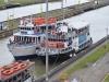 Smal boats venter i kanalen