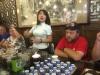 Velkomst og introduktion på te-fabrikken af en sød kinesisk dame.
