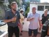 Vores guide Jesper byder på lokal tequila på et flot udsigtspunkt i Vallarta Mexico.