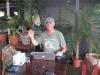 Internettet virker og geniet arbejder med hjemmeside og mailboks, restaurant i Costa Rica