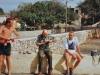 1991 12 28,Anders, Hinze og Poul vrider tøjet efter vandtur i dinghien