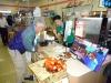 Bjarne slår en handel af med 1000 en yen mønter, men det ser ud til at det er japaneren der får mest ud af det.